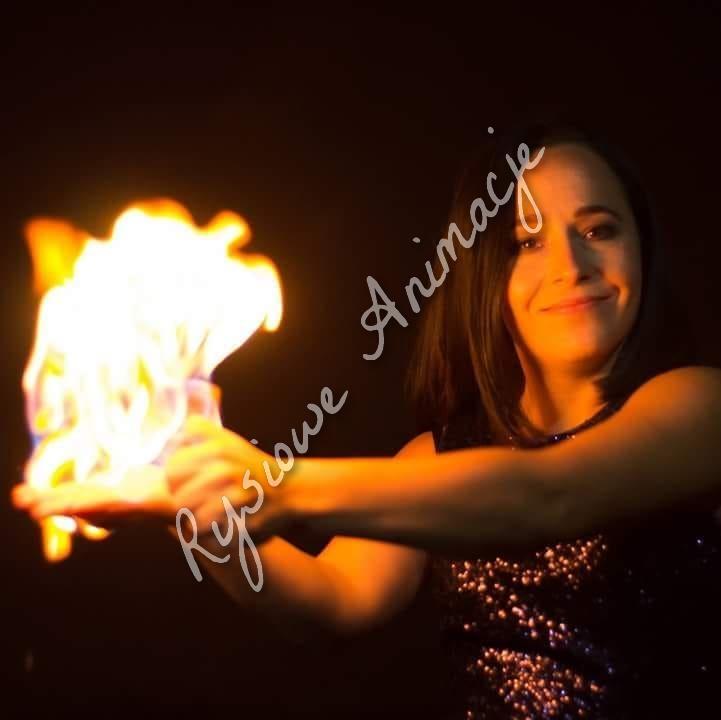 Pokaz ogniowych baniek pokaz baniek atrakcje na imprezę premium
