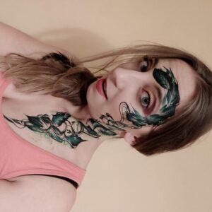 liście na całej twarzy