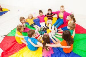 dzieci w przeszkolu